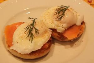 Hollandaise-Less Smoked Salmon And Dill Eggs Benedict