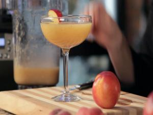 How to Make a Blended Peach Whiskey Sour