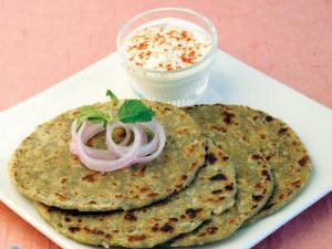 Pyaz aur Phudine Ki Roti by Tarla Dalal