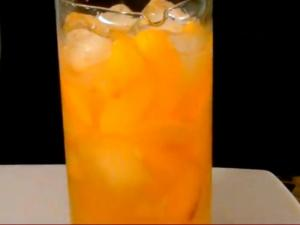 Fresh and Fruity Peach Bellinis