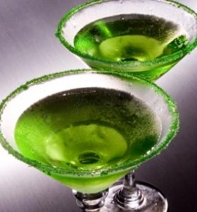 Green apple martini drink.