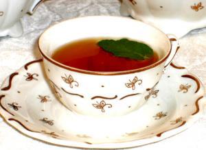 Sensibly Chic Sweet Peach Tea Cocktail