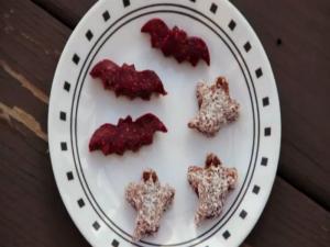 Halloween Berry Bat Bites and Ghosties