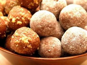 Old-Fashioned Walnut Balls