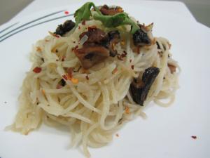 Spaghetti Aglio Olio with Mushrooms