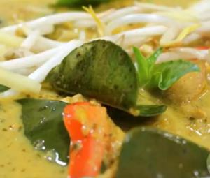 Fresh Green Thai Curry with Chicken and Mangoes