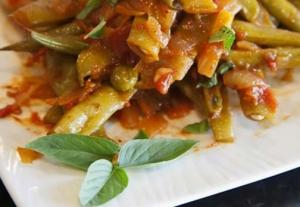 Tomatoey Garlicky Green Beans