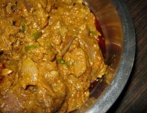 Boti Nl Akoori ( Akoori With Finely Cut Mutton )