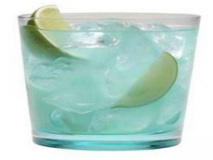 Hpnotiq Caipirinha Cocktail