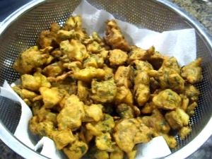Indian Fritters / Pakora / Mixed Pakoras / Veg Pakoras
