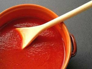 Simmered Fresh Tomato Sauce