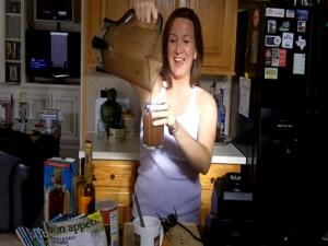 How to Make a CAROB ~O~ LISIOUS LEAN Banana Smoothie