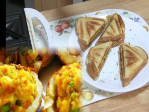 Samosa Stuffing Sandwich or Bread Samosa Pie