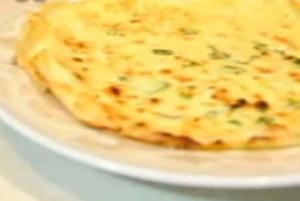 How to Make Chinese Green Onion & Egg Pancake (葱花蛋饼)