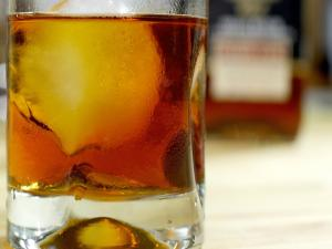 Mix the Perfect Manhattan Cocktail