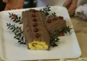 Christmas Meal - Part 5: Dressing of Cake for Serving