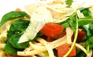 Linguini with Fresh Roma Tomato and Olive Sauce