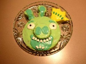 Halloween Party Ideas - Bad Piggies King Cake