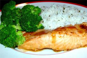 Spicy fish with chutney