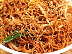 AKwan's Kitchen - Chow Mein
