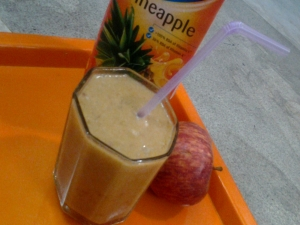 Yummy Apple and Banana Smoothie