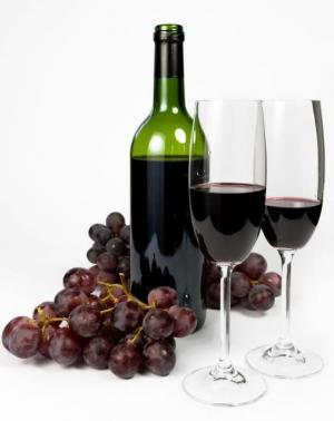 Resveratrol is naturally found on the skin of red grapes