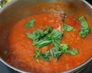 Classic Italian-Style Homemade Vegetarian Tomato Sauce