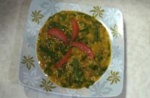Yellow lentil and Spinach Curry