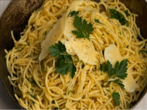 Spaghetti with Parsley and Parmesan