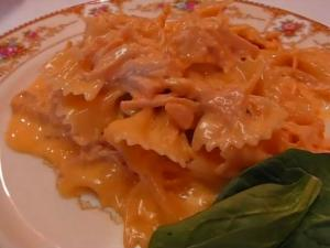 Betty's Chicken and Cheese Bow Tie Pasta