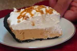 Peanut Butter and Vanilla Ice Cream Pie