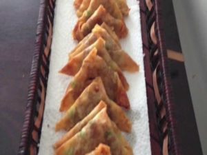 How to Make Mini Samosas Using Pastry Shell (New Year's Party)