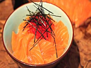 Salmon and Roe Sushi Bowl - Umi no Oyakodon