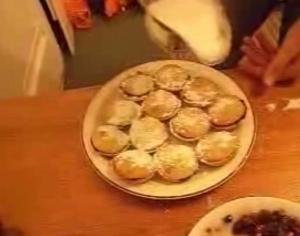 Goji Berry Mince Pies Part 2: Baking