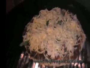 How to Make a Grilled Chicken Pizza