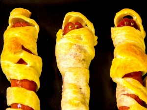 How To Make Halloween Mummy Dogs