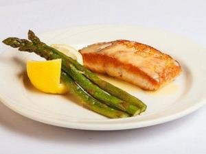 Seared Tuna Steak and Asparagus