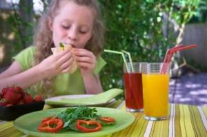 Tips to make children eat salad