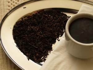 Drink black tea for acne treatment