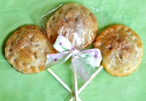Adorable Apple Pie Pops