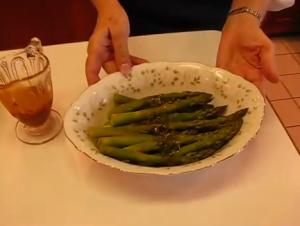 Succulent Steamed Asparagus with Lemon Dressing