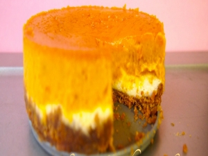 How to Make a Pumpkin Pie Cheesecake - Double Layer
