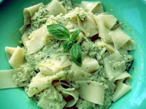 Pasta with Creamy Spinach Pesto