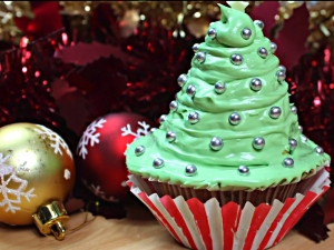 How To Make a Christmas Tree Cupcake