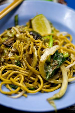 Mie Lueang (stir-fried Hokkien-style noodles)