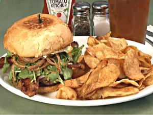 Let's Dine Out Show Visits Taphouse Bar La Verne & Magdalone's Italian/French Cuisine in Upland