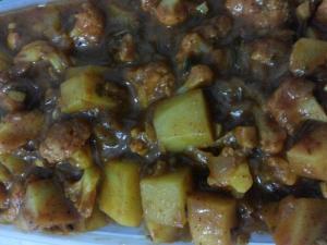 Easy Cauliflower and Potato Curry