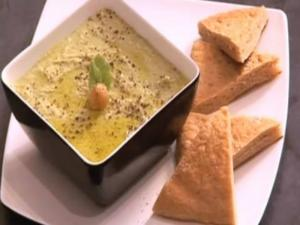 Mint Hummus with Pita Bread
