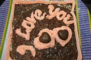 Valentine's Day Cupcakes and Brownie Cake with Attractive Toppings