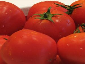 How to Use Tomato Tops to Save Money